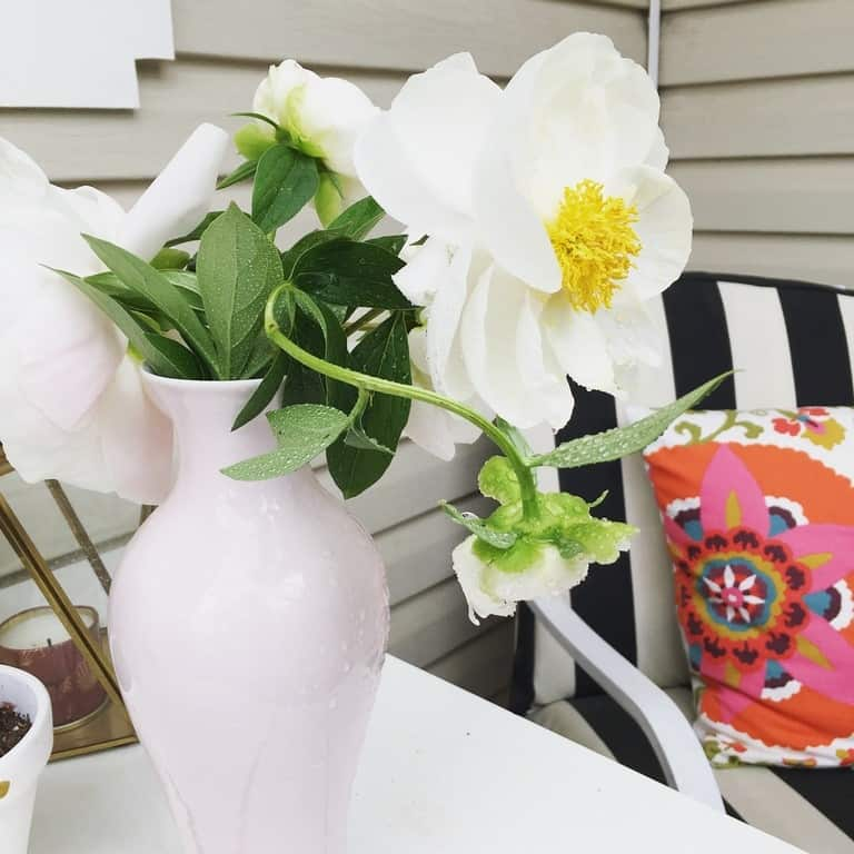 how I decorated my deck on a budget (1)